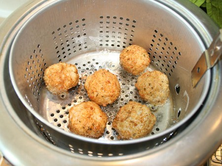 15b_rice-balls_cooking.jpg