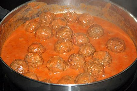meatballs_simmering.jpg