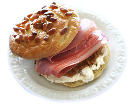 bagels_prosciutto-cream-cheese-figs-on-plate.jpg