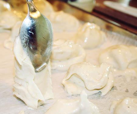 banana-bites-pouring-the-ice-cream-balls.jpg