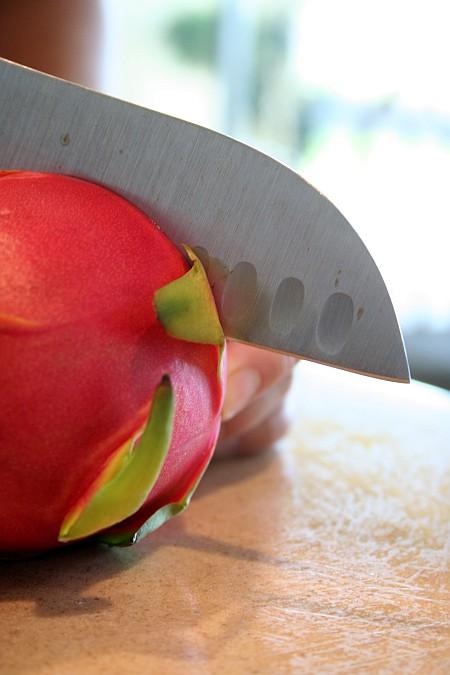 dragon_fruit_cutting.jpg