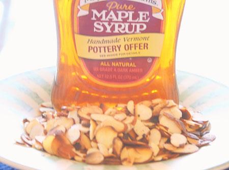 buns-maple-sirup-almonds.jpg