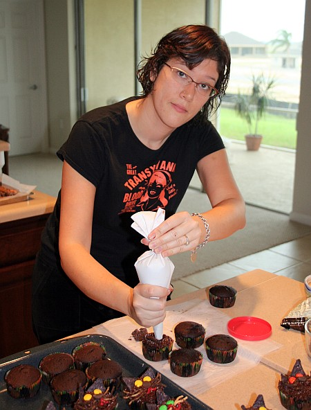 jenn_icing_cupcakes.jpg