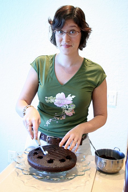 jenn_filling_cake.jpg