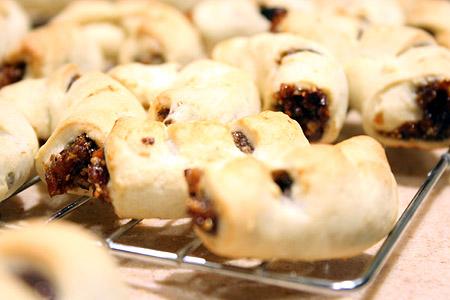 fig-cookies_on-rakes.jpg