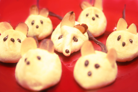 xmas-mice-cookie_mice-on-dish.jpg