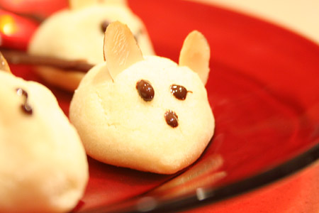 xmas-mice-cookie_on-dish.jpg