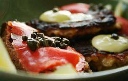 6_midsummer_dinner_salmon-treats_small