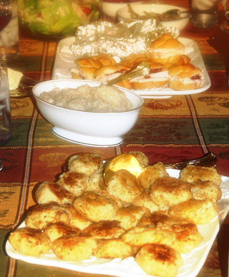 thanksgiving-leftovers_food-on-table.jpg