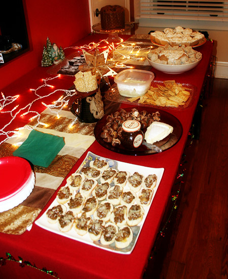 yule-party_table-with-goodies