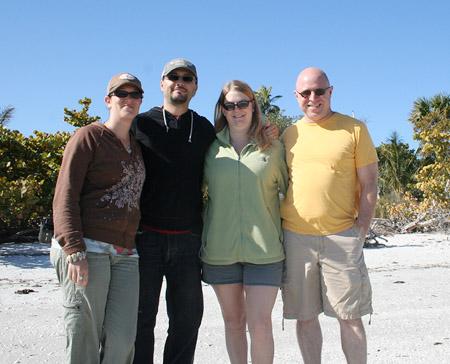 visit-at-judy_couples-at-sanibel-island-beach