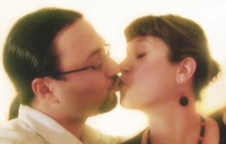 anniversary_jenn-roberto_kiss