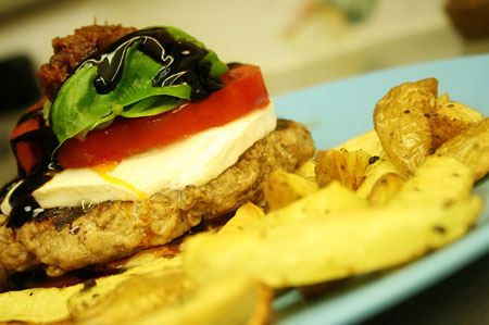 chicken-burger-caprese_ready-to-eat