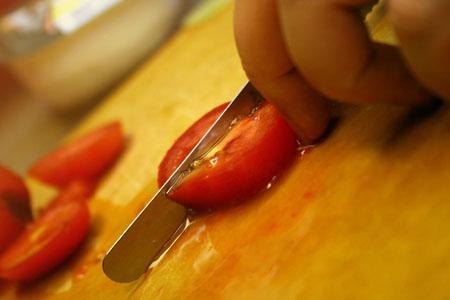 orzo-salad_cutting-tomatos