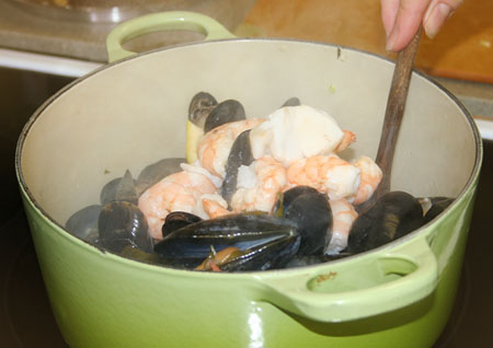 sea-food-pasta_cooking