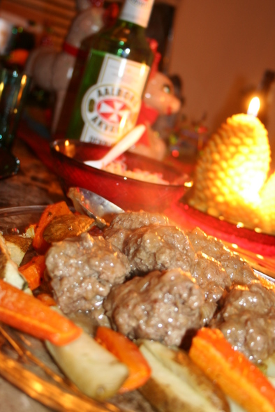 Yule-Dinner_on-table