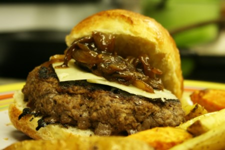 caramelized-onion_burger_ready-to-eat