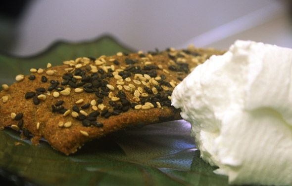 home-made-cheese_ready-to-eat-wth-cracker_2