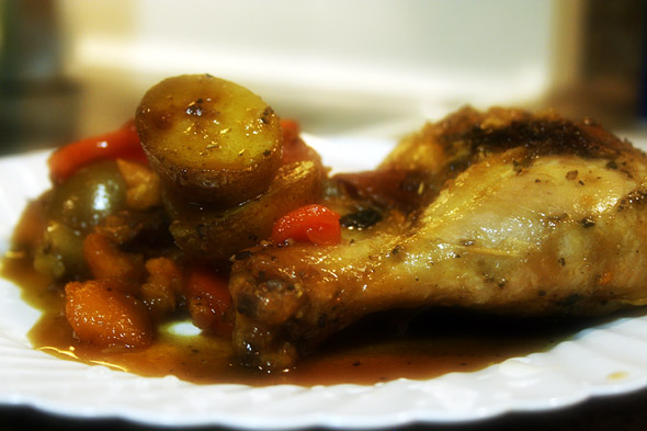 farm-chicken-legs_ready-to-eat-on-dish