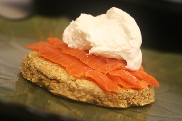 oat-cakes_with-salmon-and-creme-fraiche