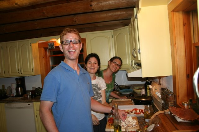 Gal_Liz_Jenn_making pizza