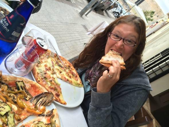 JennEatingPizza